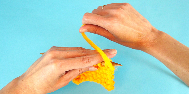 Alternative Way to Hold Yarn in Continental Knitting